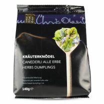 Garnieren Sie die Kräuterknödel mit Dekorblüten der Kräuterrebellen